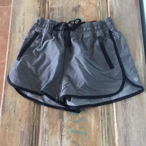 Lululemon sz 6 shorts